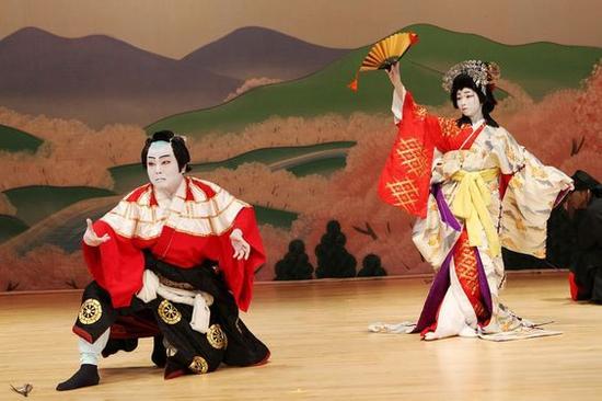 艺妓表演 图片来源自tokyotimes.com