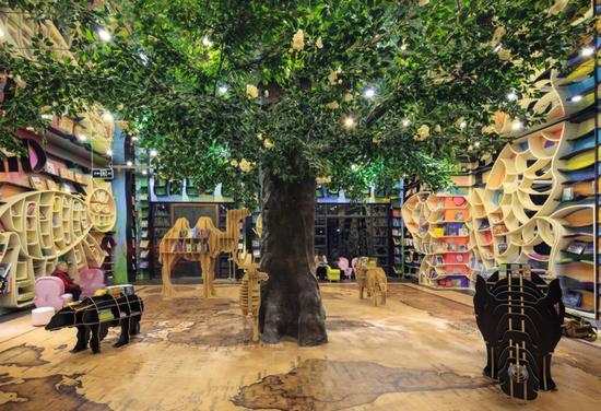 """上海钟书阁中属于孩子们的""""动物世界"""""""