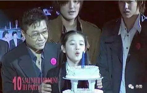 公司周年晚会,李秀满和崔雪莉占据C位,东方神起和Kang Ta都只有作配的份儿
