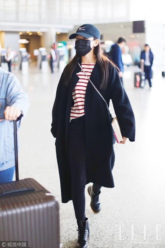 黑裤+黑靴不仅显瘦妈妈也不会问你腿冷不冷