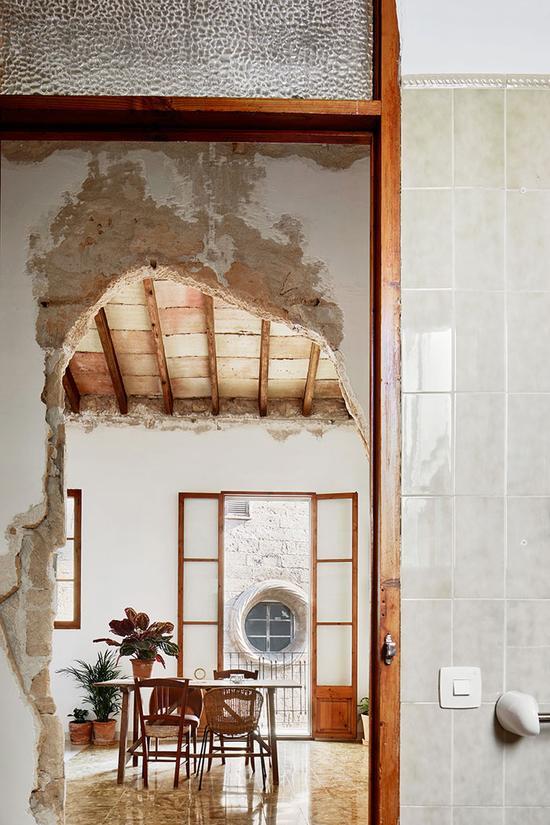 建筑师专注于提高能源效率和保持建筑原貌