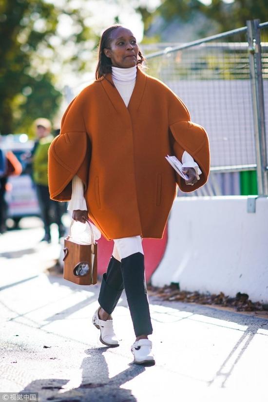 """赖床的寒秋季比驼色更衬肤色的是""""枫叶褐"""""""