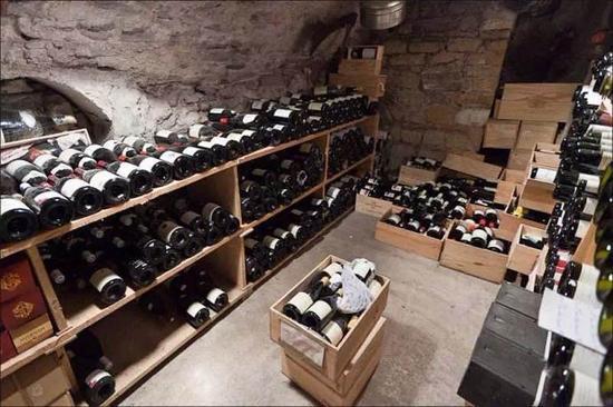 Q:家中哪些地方不适合长期存酒?