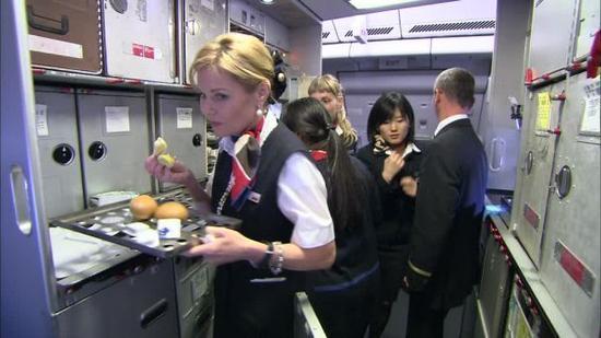 其实的确没有多少人能做到――这就是为什么一位餐饮界大咖建议在飞机上,只有两种食物的品质不受飞行高度及旅客的影响。