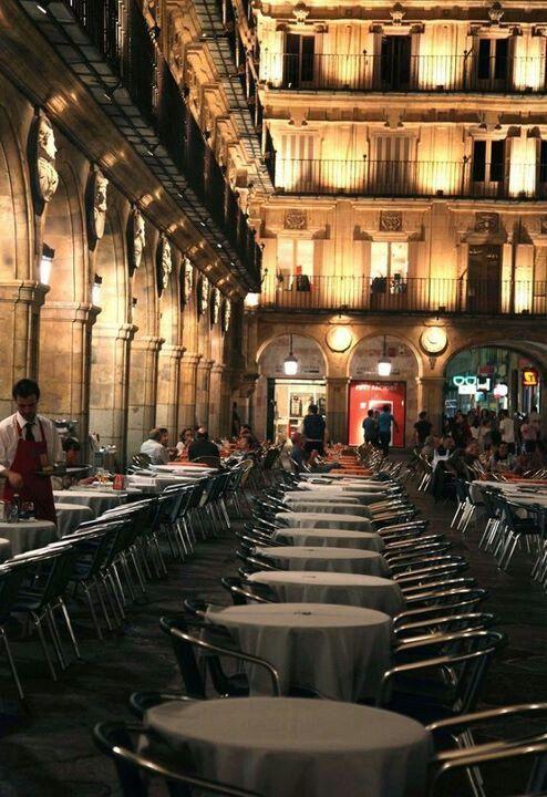 马约尔广场四周餐厅 图片来源自Leyre Sel