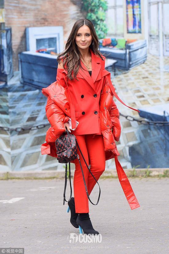 羽绒服就要不好好穿,才是今年的时髦王道