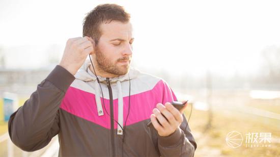 ?跑步耳机怎么选?看这几点: