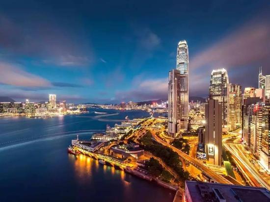 现在粤港两地来往的交通都非常成熟、便捷