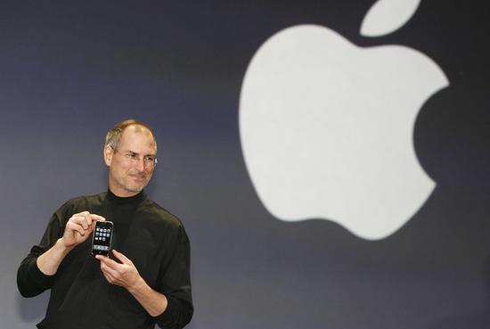 ▲乔布斯和初代iPhone