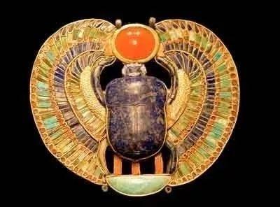 坦卡蒙墓葬中出土的圣甲虫饰品护身符
