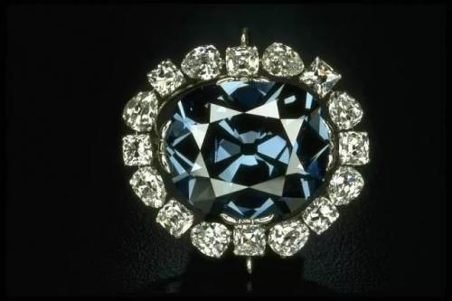 自然光下的希望钻石