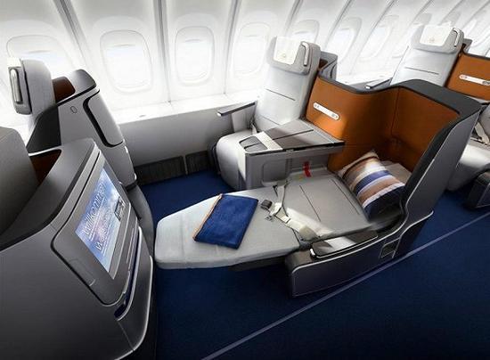 商务舱足够舒适,也比头等舱占用更少的空间