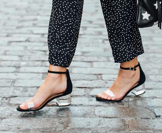 一字带凉鞋