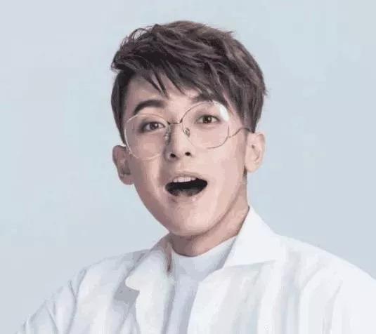 男生斜刘海纹理烫短发