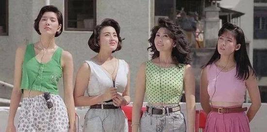 除了被港星们年轻时的盛世美颜所折服 穿搭也非常吸睛