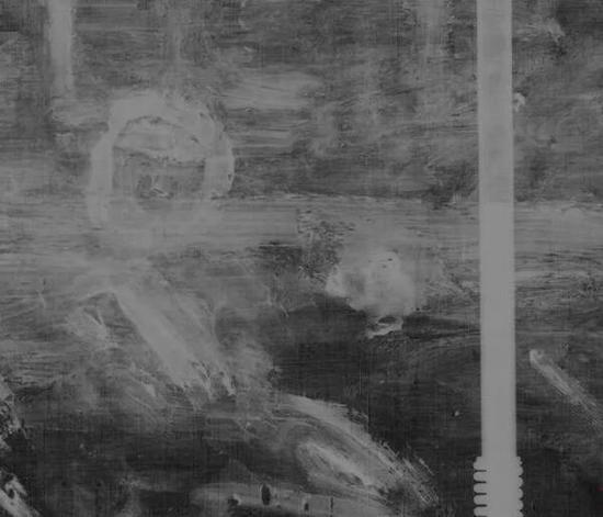 X光与自然光下呈现卡米尔右侧曾破洞处