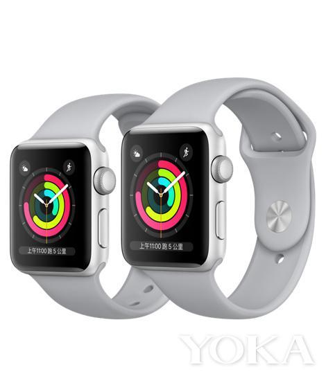 Apple Watch银色铝金属表壳搭配云雾灰色运动型表带 2565元 图片来自品牌