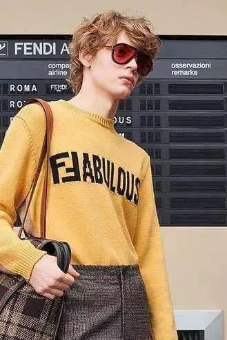 从上至下为1.RICOSTRUx PERCY LAU EyewearAW 18 Milan 2.Fendi Fabulous FF M0039/G/S 2M2/7Y   3.Fendi Fabulous2018-2019 秋冬时装表演灰色太阳镜