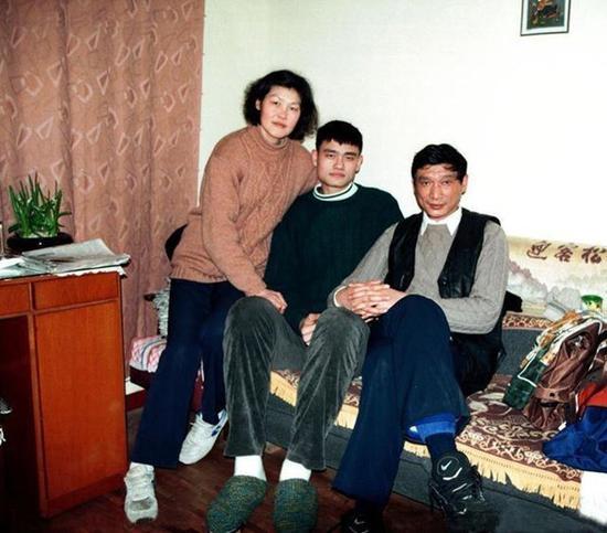 姚明和他爸妈