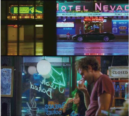 王导的电影中特别喜欢用霓虹灯渲染一个空间的氛围,电影《蓝莓之夜》中室内和室外都用到了霓虹灯