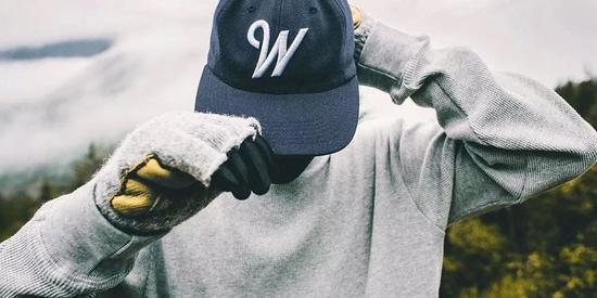 如果在座的老爷也有喜欢戴棒球帽的,没关系,这是街头精神的表达。