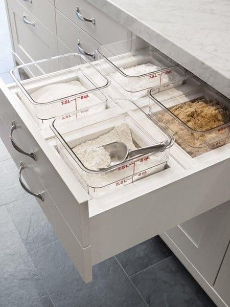 米面粮油也可以放在抽屉里储存 图片源自www.apartmenttherapy. com