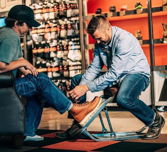 男人,永远不能说输了,更何况是靴子?