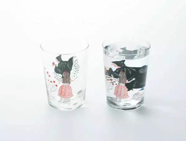 玻璃杯'Method of drinking fairytale 饮童话的方法'