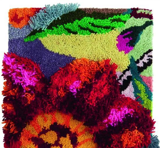 Nathalie Lété 为 Tai Ping 设计的 Blumen 地毯,其设计灵感来自乌兹别克斯坦