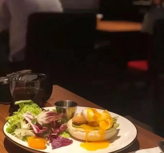 明星餐厅:过度消费自己、东西难吃