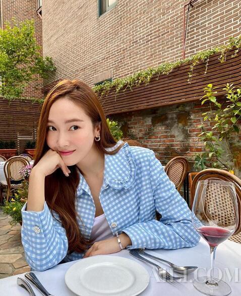 """Jessica补妆技巧大公开韩国小姐姐的""""急救包""""全是套路"""