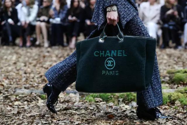 在奢侈品手袋类别中,消费者对 Chanel 的购买意向最高