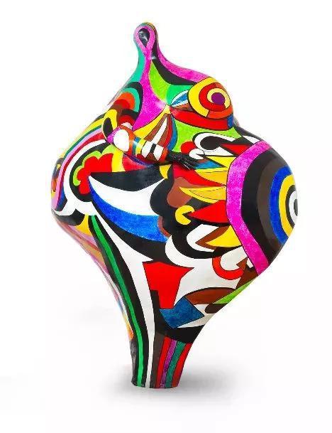 妮基·圣法勒,《格温德林》,雕塑,262 x 200 x 125 cm,层压聚酯,上光清漆, 1966-1990(Niki慈善艺术基金会版权所有)