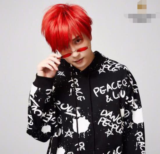 薛之谦一头红发扮酷演 绎今年最流行的时尚大红色