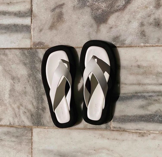 风最大的两双鞋 选对它2020时髦一夏