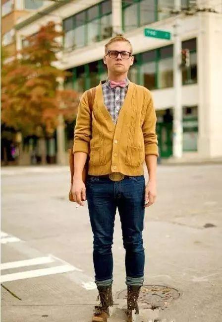 男士毛衣针织衫怎么搭配裤子