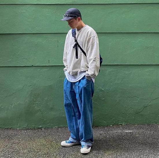 夏秋换季的宝藏裤型 牛仔裤凭什么是最吸睛的