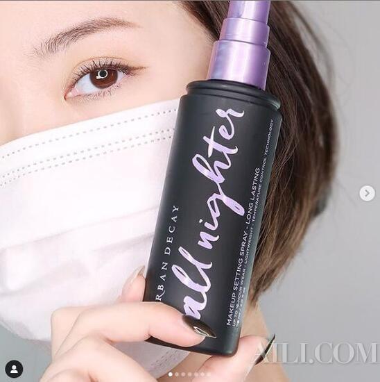 """伏天定妆的秘密武器 定妆喷雾让你的妆""""镶在""""脸上"""