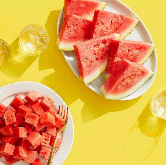 如何像中产阶级一样吃瓜?优雅吃瓜法get一下|西瓜|夏天|花式吃瓜_新浪时尚_新浪网