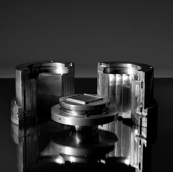 性冷淡风卷土重来:CELINE时隔八年推出首款香水