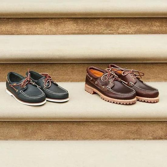 右:Timberland Authentics 3-Eye Classic Lug Boat Shoes