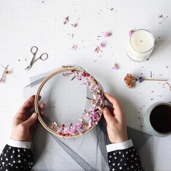 将干花做成花环 图片源自www.brwnpaperbag. com