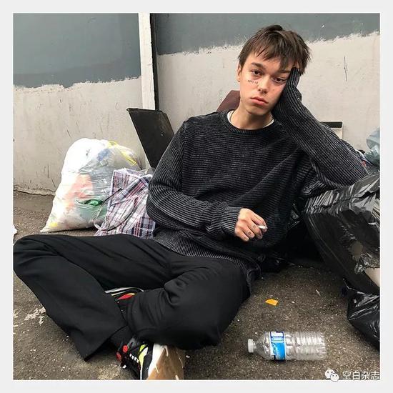 俄罗斯男模Sasha Trautvein 是穷人美学的代表人物