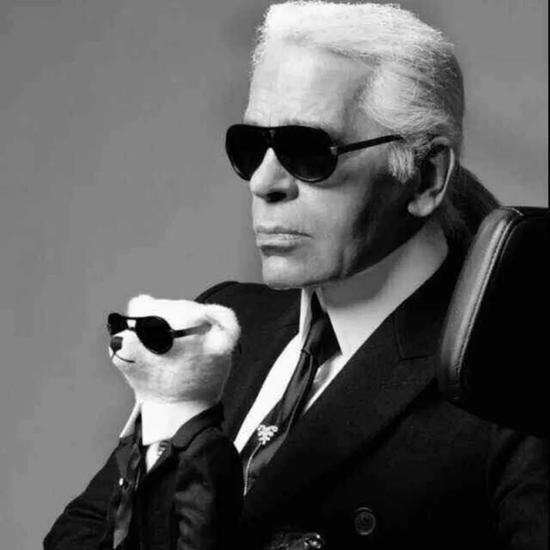 他将Chanel捧回法国时装屋的顶峰