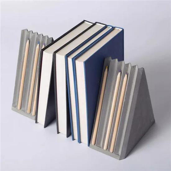 不仅是书架,也是笔架