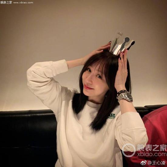 王心凌佩戴劳力士宇宙计型迪通拿系列116520-78590 黑盘腕表(黑钢迪)