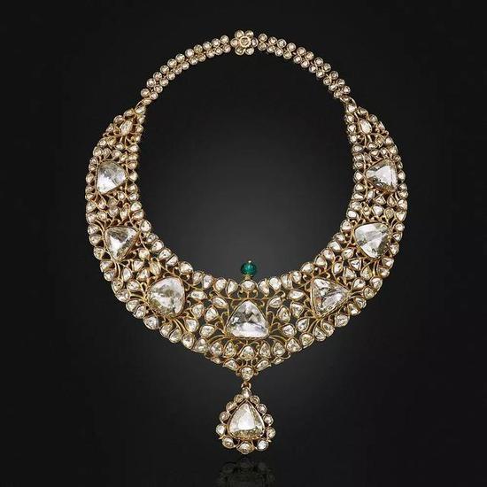王室也缺钱?创造私人珠宝拍卖记录