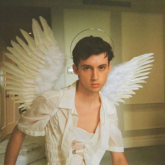 《【杏耀在线登录注册】Troye Sivan 表示自己已经变回直男》
