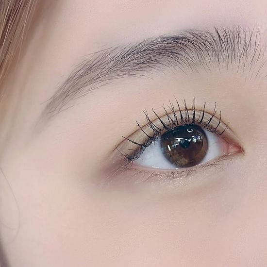 跟着国民妹妹IU化淡妆 普通人也能做睫毛精