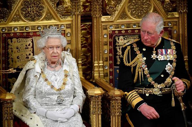 93歲英女王或后年退休 她在全世界矚目下優雅高